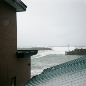 朝8時、家から望む海
