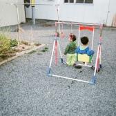 帰宅後に遊ぶ子どもたち
